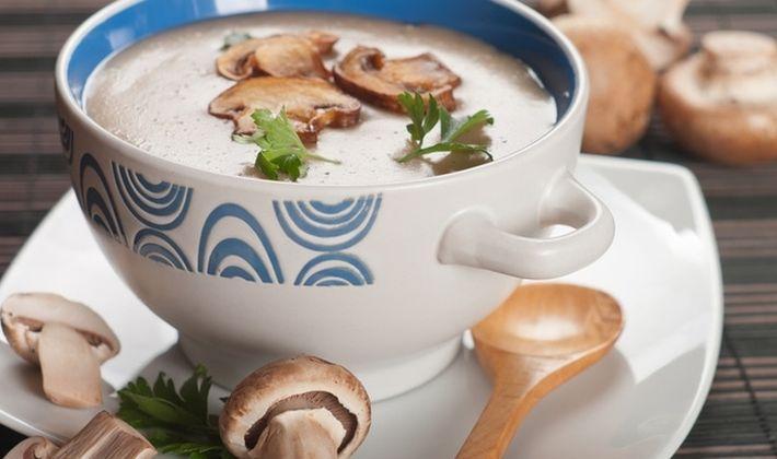 Zupa rybna z topionego sera z pieczarkami