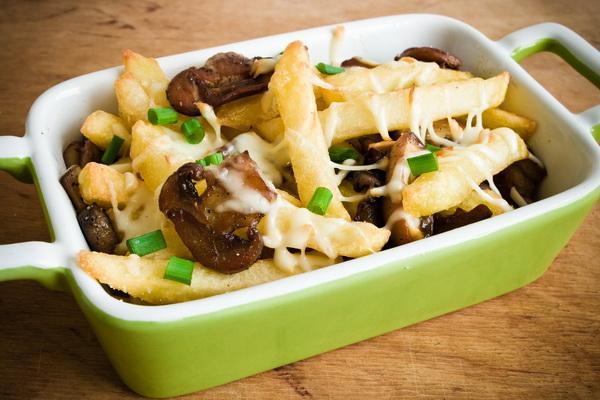 Gotowane ziemniaki z grzybami