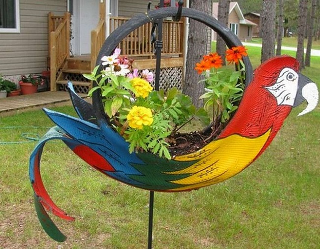 wisząca papuga kwietnik ze starych opon