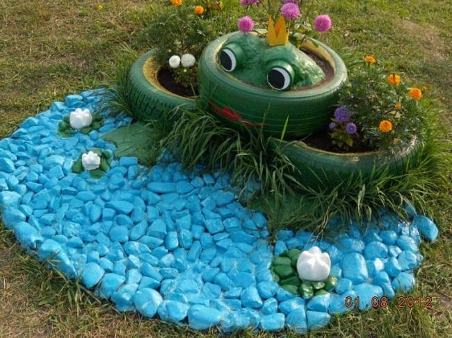 żaba kwiatowa z imitacją stawu z opony