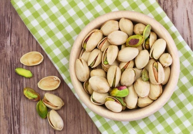 Pistacje: skład, zawartość kalorii na 100 gramów w łupinach i bez
