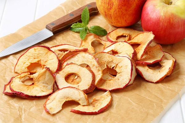 Korzyści i szkody suszonych jabłek