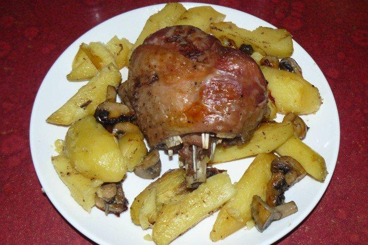 Indyk z ziemniakami i grzybami