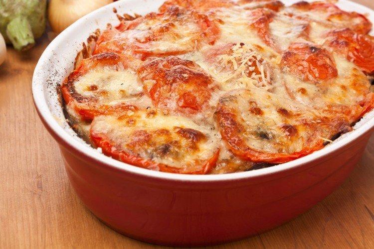 Indyk z ziemniakami i pomidorami