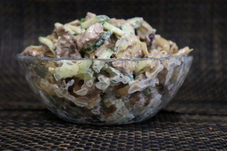 Sałatka z wątróbki z indyka z ogórkiem