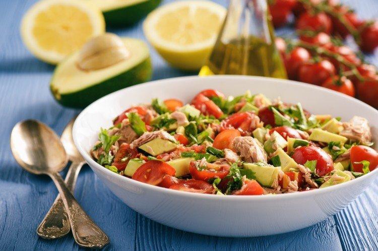 Sałatka z tuńczyka i awokado