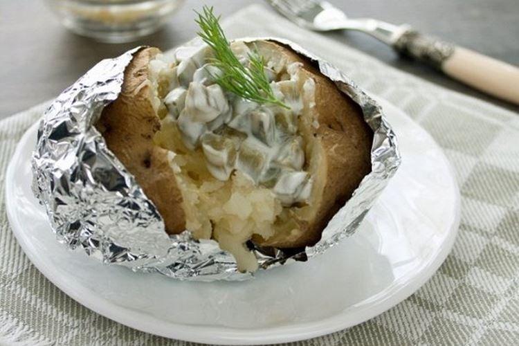 Pieczone ziemniaki z piklami
