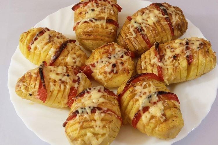 Ziemniaki z pomidorami zapiekane w folii