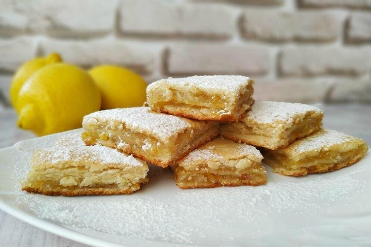 Warstwowe ciasto cytrynowe - przepisy kulinarne