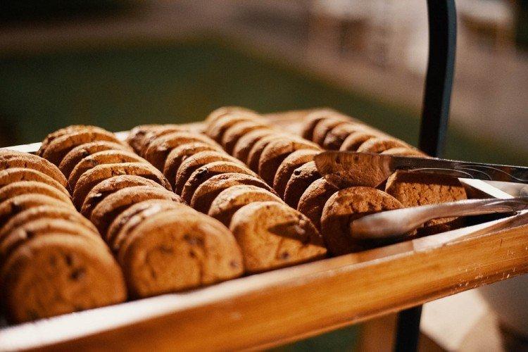 Delikatne ciasteczka orzechowe - domowe ciasteczka proste i pyszne przepisy