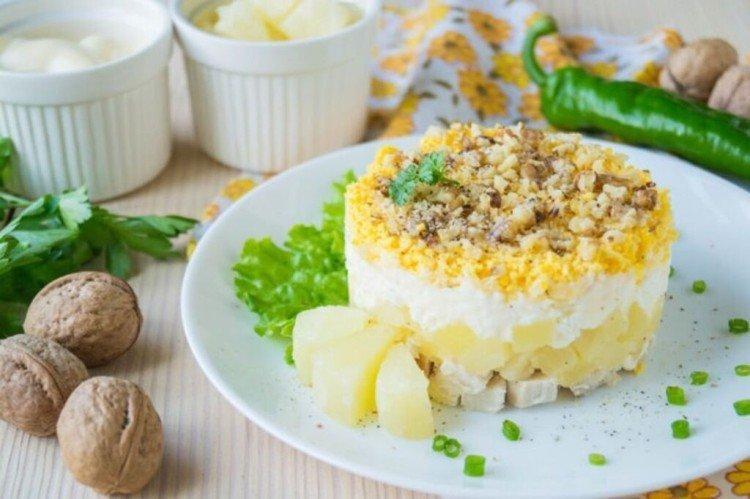 Sałatka z kurczakiem i ananasem Soczysta - przepisy kulinarne