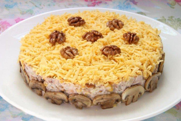 Sałatka z wędzonym kurczakiem i ananasem Sharm - przepisy kulinarne