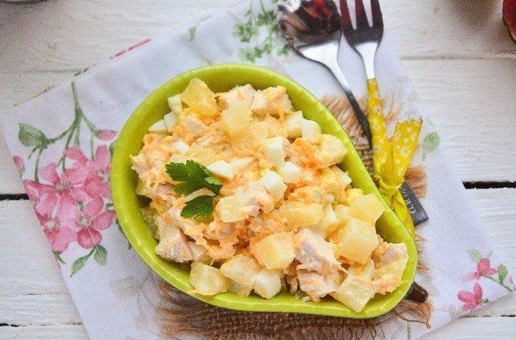 Sałatka z marchwi i ananasa z kurczakiem - przepisy kulinarne