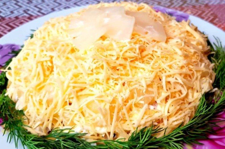 Sałatka z kurczakiem i ananasem Smak wakacji - przepisy kulinarne