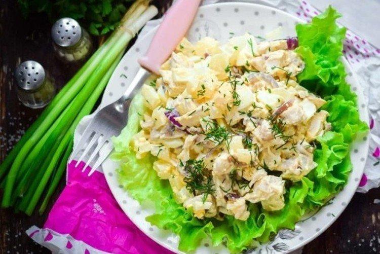 Sałatka z kurczakiem i ananasem Zielona łąka - przepisy kulinarne