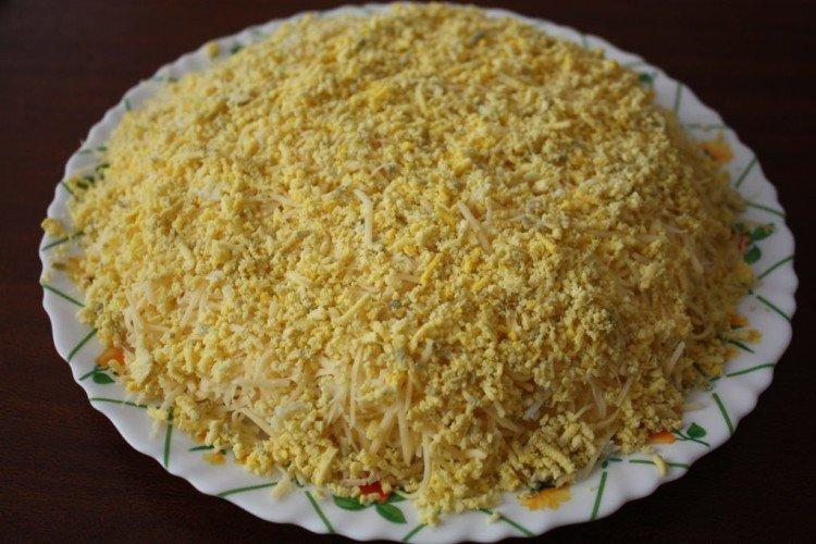Sałatka z kurczakiem z ananasem i suszonymi śliwkami - przepisy kulinarne