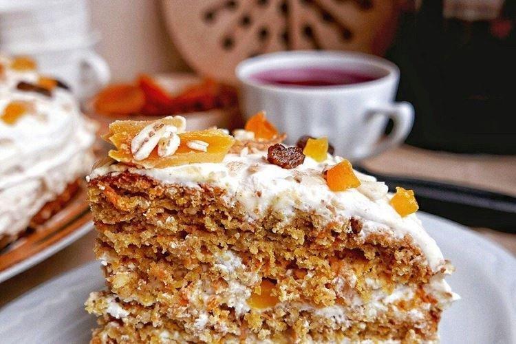 Ciasto marchewkowe z suszonymi owocami - przepisy kulinarne