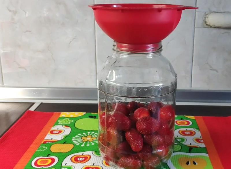 kompot truskawkowy na zimę